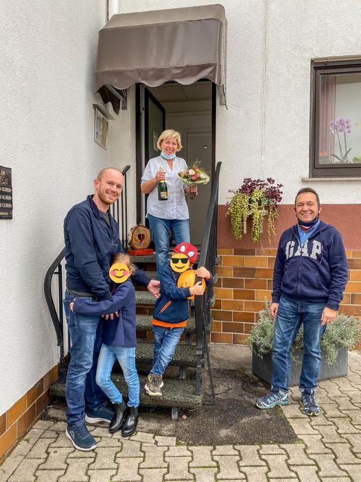 FREIE_WAEHLER_Buerstadt gratulieren zum 100 jaehrigen Geschaeftsjubilaeum von Friseursalon_Stumpf_in_Bobstadt