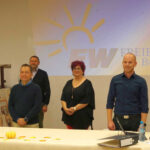 Gruppen Foto der Gruendungsmitglieder FREI WAEHLER Buerstadt und Walter Oehlenschlaeger